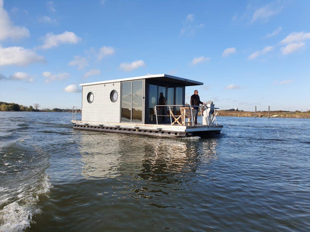 Apartboat M